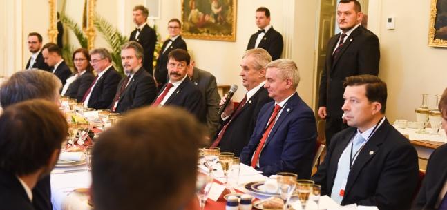 Přípitek prezidenta republiky při pracovním obědě prezidentů zemí V4